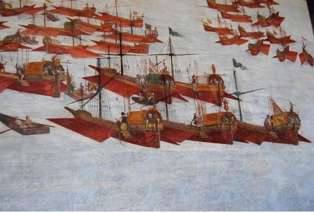 Navarino1572. Las 30 galeras del marques de la Cruz. Palacio Viso, Ciudad Real. Ο προσωπικός στόλος από 30 γαλέρες του Μαρκησίου του ιερού Σταυρού. Σε μια εκ των οποίων υπηρέτησε ο μεγάλος δραματουργός Μιγκέλ ντε Θερβάντες Σααβέδρα, κατά την εκστρατεία του 1572.