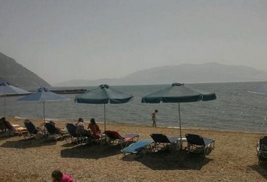 Κάτω Βασιλική & Λιμνοπούλα: Οι δυο παραλίες που γεμίζουν κάθε Σαββατοκύριακο
