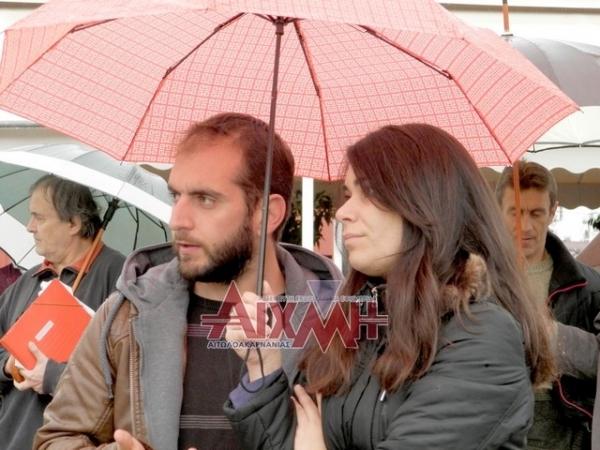 Υπό καταρρακτώδη βροχή οι απεργιακές συγκεντρώσεις στο Μεσολόγγι