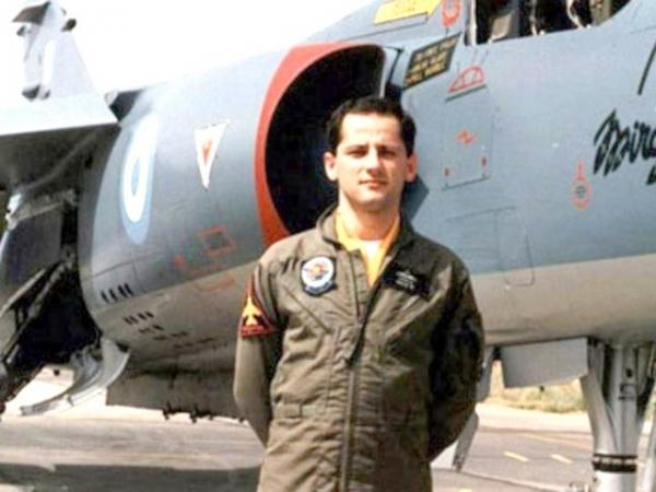 Στη φωτογραφία ο Θέρμιος ήρωας, αεροπόρος, Νίκος Σαλμάς